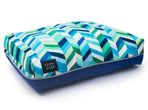 Luxury chevron dog bed side view 7e2af7b5 9dbb 4b6c af19 6b638966b653 grande