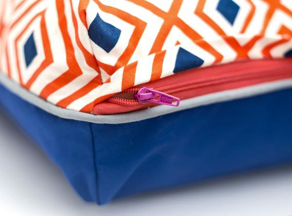 Colorful geometric dog bed detail grande