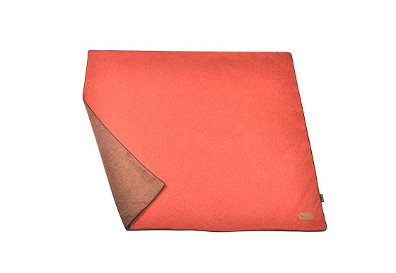 Luxe throws twill red 1.1 web