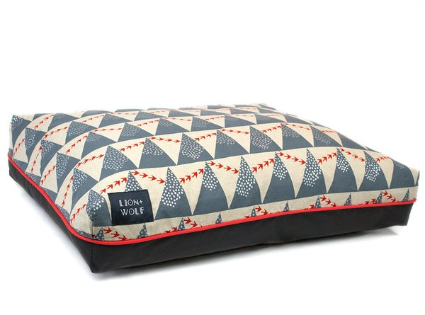 Birds triangle dog bed